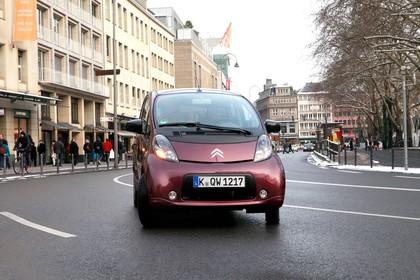 Citroën C-Zero Aussenansicht Front schräg dynamisch violett