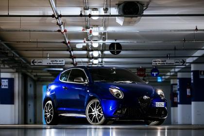 Alfa Romeo Mito 955 Aussenansicht Front schräg statisch blau