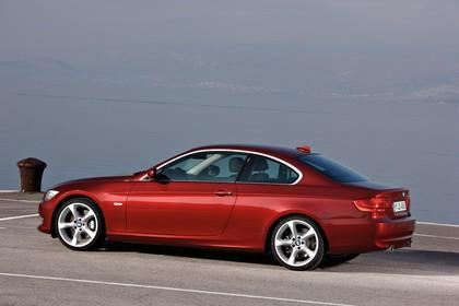 BMW 3er Coupé E92 LCI Aussenansicht Seite schräg statisch rot