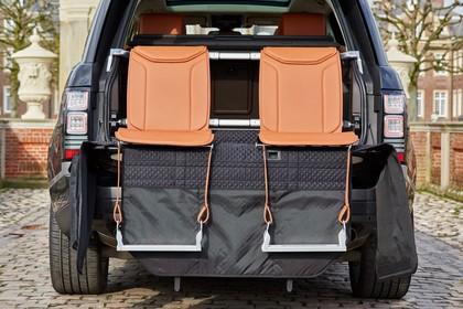 Land Rover Range Rover 4 Innenansicht Detail statisch braun Kofferraum