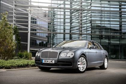 Bentley Flying Spur Aussenansicht Front schräg statisch blau