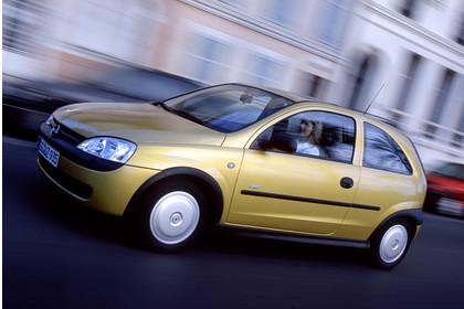 Opel Corsa C 3Türer Aussenansicht Seite schräg dynamisch gold