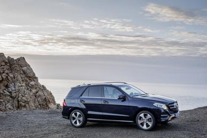 Mercedes-Benz GLE W166 Aussenansicht Seite statisch blau