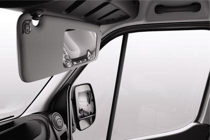 Renault Master 3 Combi Innenansicht statisch Studio Detail Rückspiegel rechts