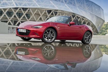 Mazda MX-5 ND Aussenansicht Seite schräg statisch rot
