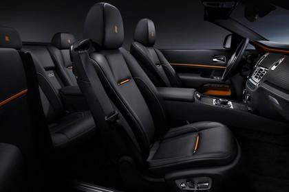 Rolls-Royce Dawn Innenansicht statisch Studio Rücksitze Vordersitze und Armaturenbrett beifahrerseitig