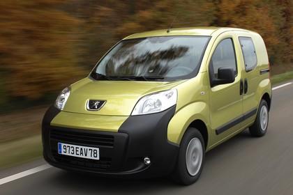 Peugeot Bipper Tepee A Aussenansicht Front schräg dynamisch grün