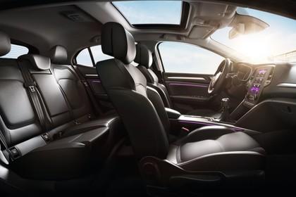 Renault Megane IV Innenansicht statisch Rücksitze Vordersitze und Armaturenbrett beifahrerseitig