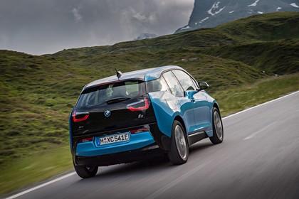 BMW i3 Aussenansicht Heck dynamisch blau
