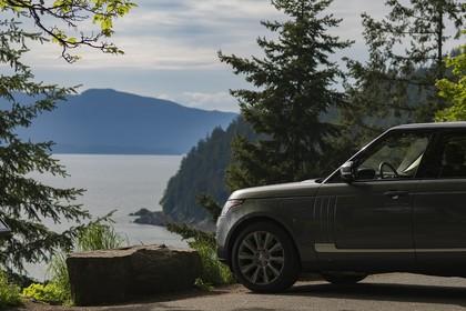 Land Rover Range Rover 4 Aussenansicht Seite schräg statisch grau