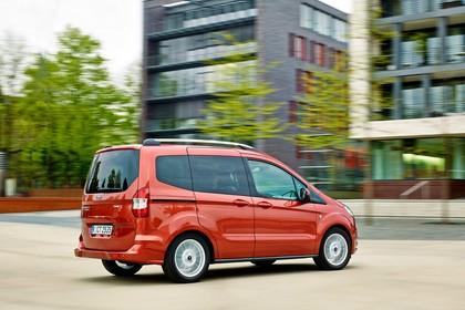 Ford Tourneo Courier JU2 Seite schräg dynamisch rot