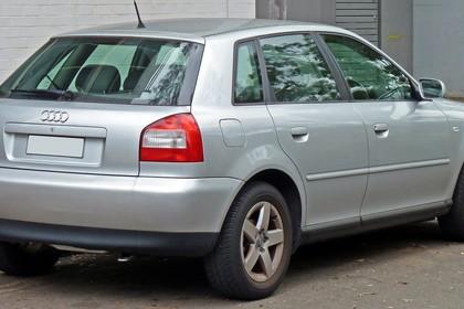 Audi A3 8L Facelift Aussenansicht Heck schräg statisch silber