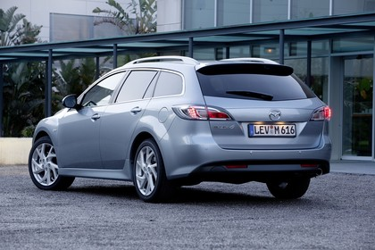 Mazda 6 Kombi GH Aussenansicht Heck schräg statisch silber