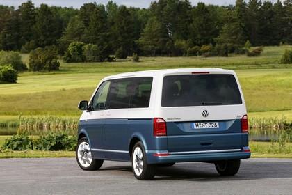 VW T6 Aussenansicht Heck schräg statisch zweifarbig blau weiss
