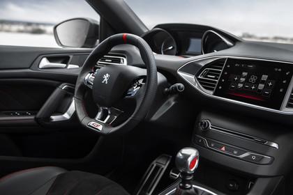 Peugeot 308 GTi T9 Innenansicht statisch Fahrersitz Handschalter und Armaturenbrett beifahrerseitig