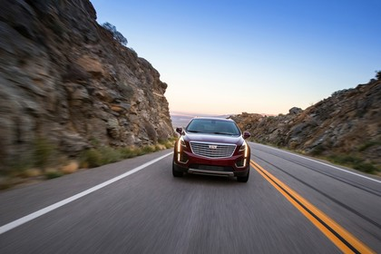 Cadillac XT5 C1XX Aussenansicht Front dynamisch rot