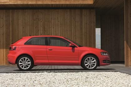 Audi A3 8P 3türer Aussenansicht Seite statisch rot