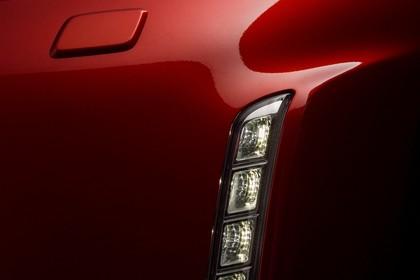 Nissan 370Z Z34 Aussenansicht Front schräg statisch Studio Detail Scheinwerfer und LED-Tagfahrlicht links