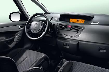 Citroën C4 Grand Picasso U Innenansicht statisch Studio Vordersitze und Armaturenbrett beifahrerseitig