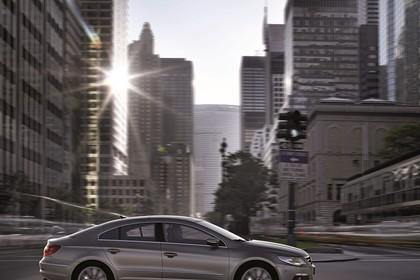 VW CC Aussenansicht Seite dynamisch hellbraun