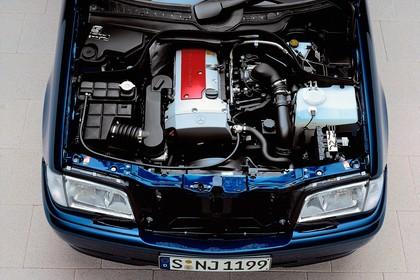 Mercedes-Benz C-Klasse T-Modell S202 Aussenansicht statisch Detail Motor dunkelblau
