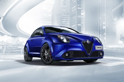 Alfa Romeo Mito 955 Aussenansicht Front schräg statisch Studio blau