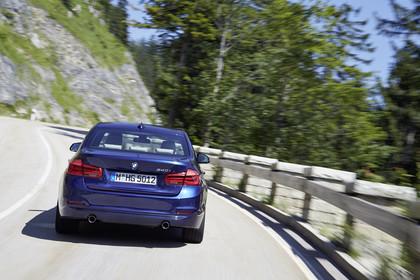 BMW 3er Limousine F30 Aussenansicht Heck dynamisch blau