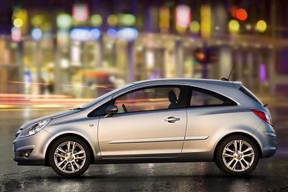 Opel Corsa D 3Türer Aussenansicht Seite statisch silber
