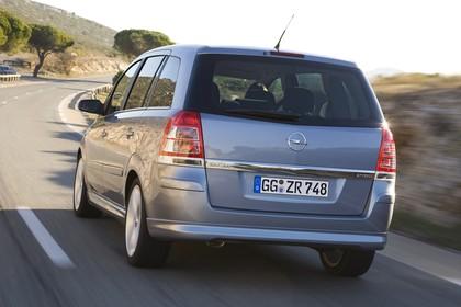 Opel Zafira B Aussenansicht Heck dynamisch silber