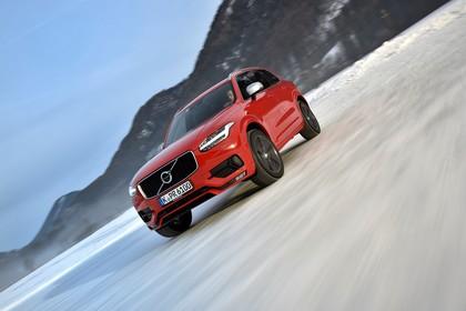 Volvo XC90 L Aussenansicht Front schräg dynamisch rot