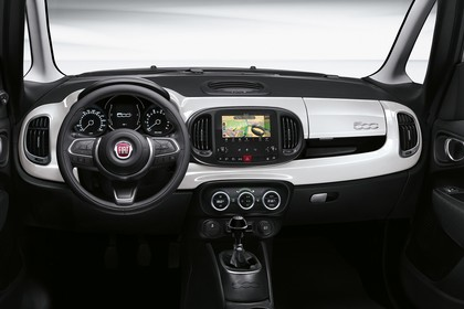 Fiat 500L ZAF 199 Innenansicht statisch Studio Armaturenbrett