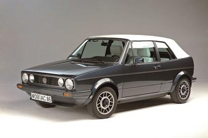 VW Golf 1 Cabrio Studio Aussenansicht Front schräg statisch grau