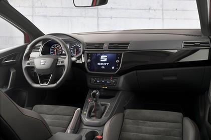 SEAT Ibiza Innenansicht statisch Vordersitze und Armaturenbrett beifahrerseitig
