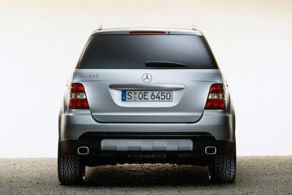 Mercedes M-Klasse W164 Studio Aussenansicht Heck statisch silber