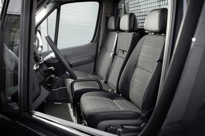 Mercedes-Benz Sprinter Kastenwagen W906 Innenansicht statisch Sitze und Armaturenbrett fahrerseitig