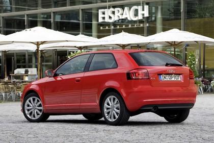 Audi A3 8P 3türer Aussenansicht Heck schräg statisch rot