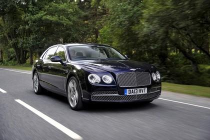 Bentley Flying Spur Aussenansicht Front schräg dynamisch dunkelblau
