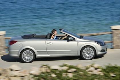 Opel Astra H Aussenansicht Seite dynamisch silber