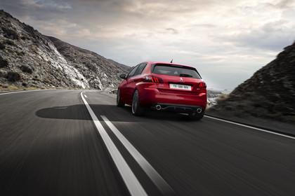 Peugeot 308 GTi T9 Aussenansicht Heck schräg dynamisch rot