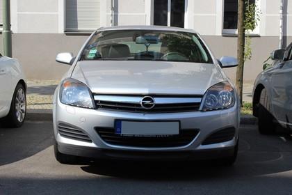 Opel Astra H 5Türer Aussenansicht Front statisch silber