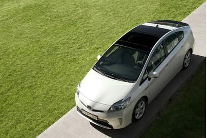 Toyota Prius ZVW30 Aussenansicht Front schräg erhöht statisch weiss