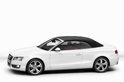 Audi A5 Cabrio Aussenansicht Seite Studio statisch weiss
