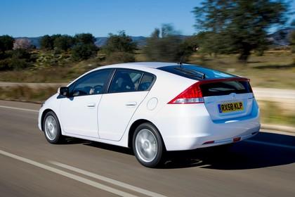 Honda Insight Aussenansicht Heck schräg dynamisch weiß