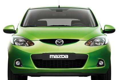 Mazda 2 Sport DE Studio Aussenansicht Front statisch grün