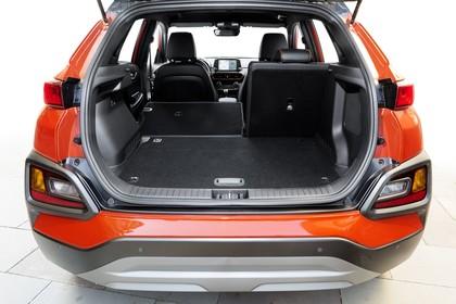 Hyundai Kona OS Innenansicht statisch Studio Kofferraum Rücksitze 2/3 umgeklappt
