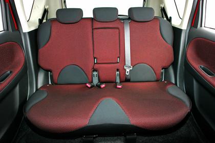 Nissan Note E11 Studio Innenansicht Rückbank statisch schwarz