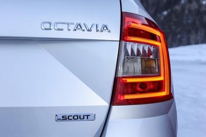 Skoda Octavia Scout Combi 5E Heck Rückleuchte rechts detail statisch silber