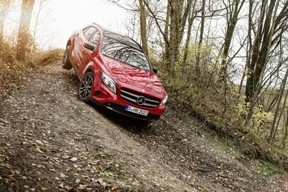 Mercedes-Benz GLA X156 Aussenansicht Front dynamisch rot