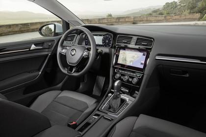 VW Golf 7 Variant Facelift Innenansicht Beifahrerposition statisch schwarz