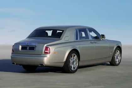 Rolls-Royce Phantom Aussenansicht Heck schräg statisch grau
